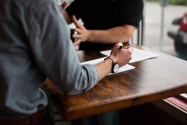 Czy warto korzystać z usług prawniczych?