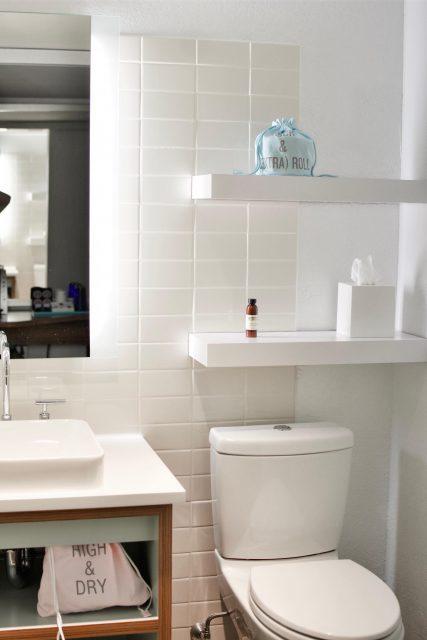 Płytki drewnopodobne do wykończenia ścian i podłóg w łazience